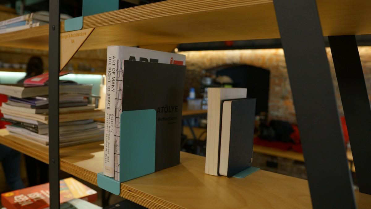 shelf-divider-5a430f8fbbacca40bf8055539da14a13